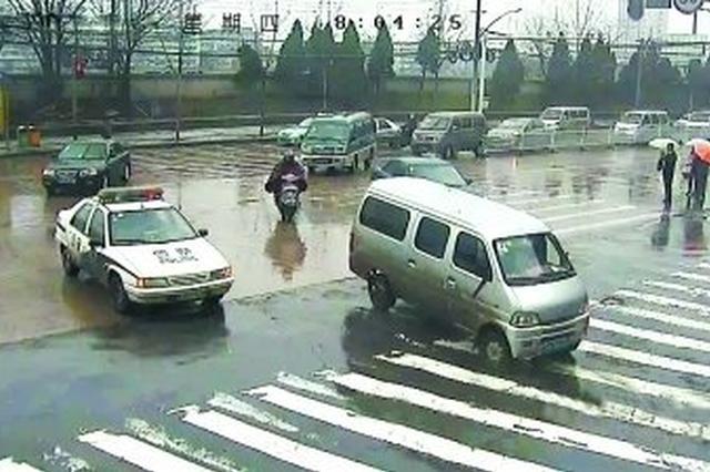 【又见最美逆行】六安高速交警逆行开道救患者