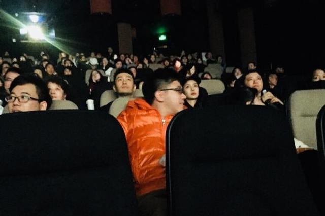 黄晓明baby周末撇小海绵看电影 狗粮来的猝不及防