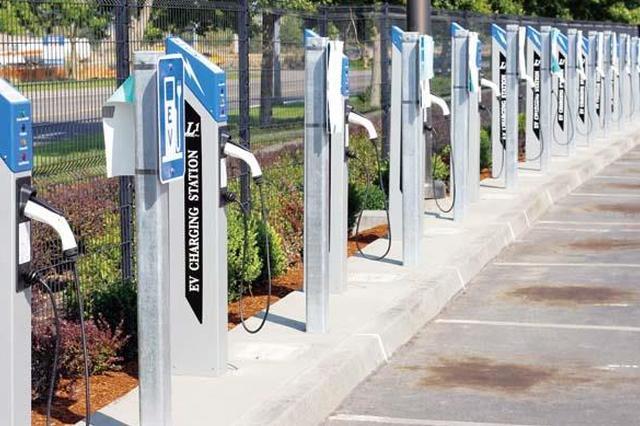 安徽省高速公路服务区实现充电设备全覆盖