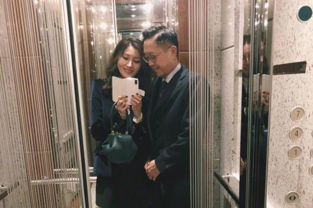 大美人李嘉欣与老公依偎自拍 嫁豪门十年超幸福