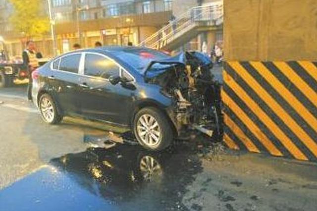 为骗保将车辆撞向桥墩 车主等三人涉嫌诈骗被抓