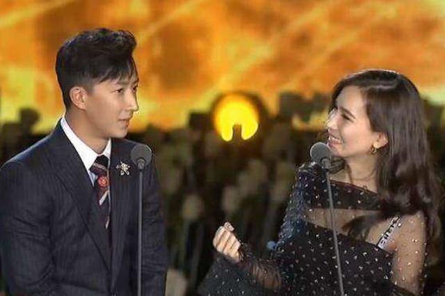 韩庚生日当天公布与卢靖姗恋情:你好 我的女孩