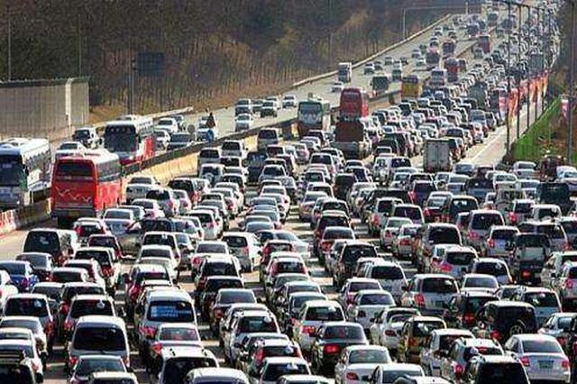 包河大道高速收费站 每天有近4万辆车进出