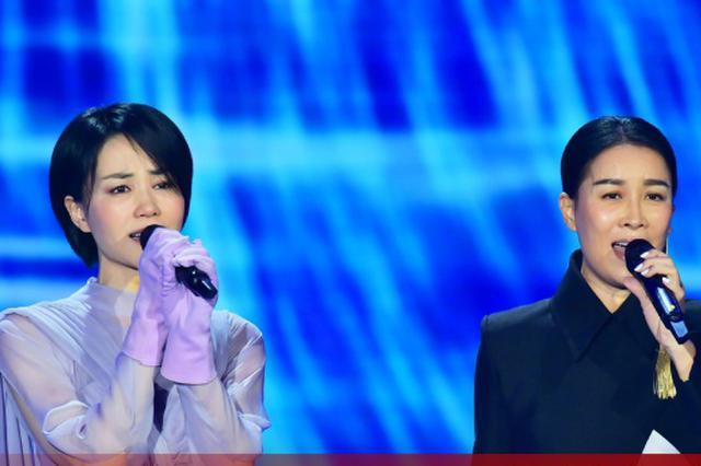 2018央视春晚王菲那英再同台 黄渤跳舞成黑马