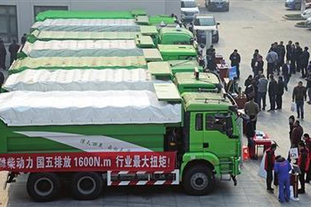 芜湖全市首批小型全密闭建筑垃圾运输车亮相南陵