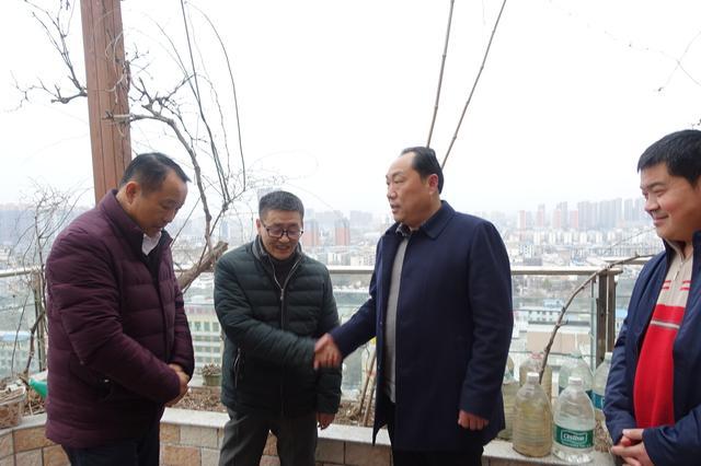 民革阜阳市直一支部看望慰问老党员