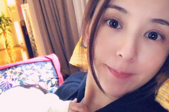 """郭富城女儿意外曝光 小肉手""""偷袭""""方媛胸前"""