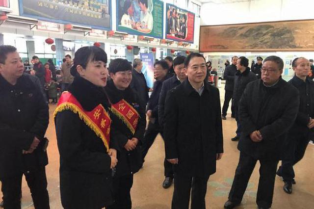 汪莹纯看望慰问春节期间坚守岗位的一线干部职工