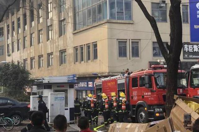 合肥汽配城商铺发生火灾 10个消防中队紧急救援