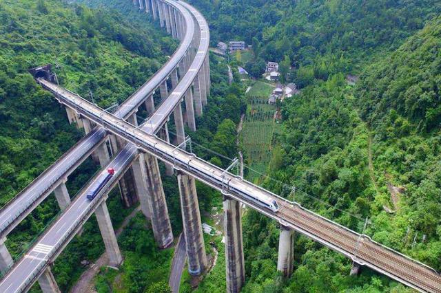 全球最难修的铁路 只有中国人做到了