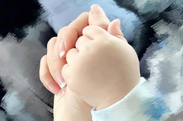 侯佩岑晒和小儿子温馨牵手照:为你解忧愁