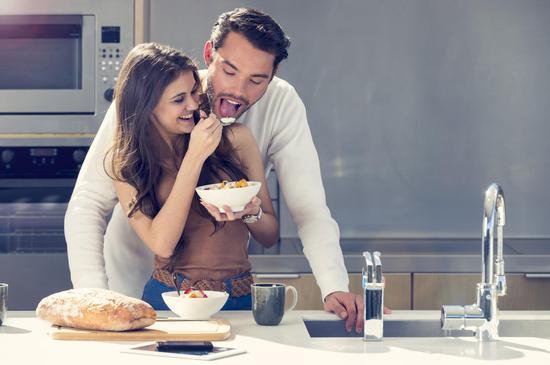 婚恋心理:夫妻如室友?给婚姻加把火图片来源:Getty @视觉中国