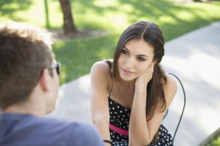 当女人无所不用其极地和一个男人反复沟通与磨合图片