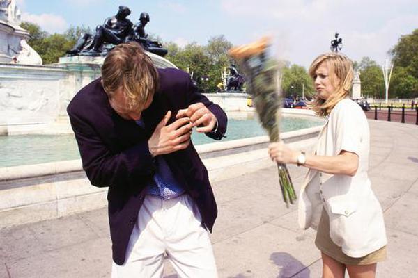 所有的人都害怕在心爱的人面前丢脸。