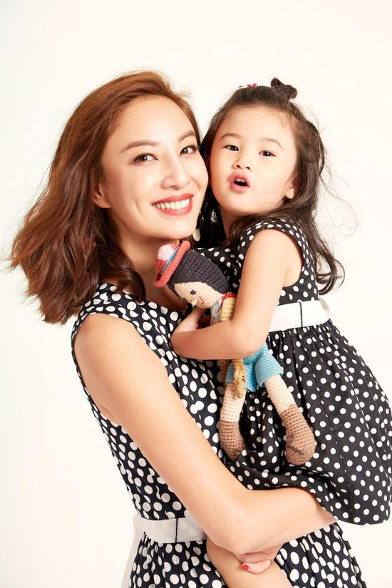 郑希怡和女儿浸浸