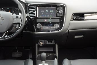 车型对对碰:新款欧蓝德(进口) VS 新款华泰XEV260之内饰配置