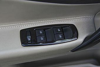 哪款配置更丰富 新款雷诺科雷傲(进口) PK 新款华泰XEV260