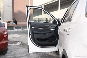 车型对对碰:2017款探险者 VS 2017款QX60之内饰配置
