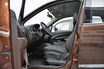 车型对对碰:新款景逸X3 VS 新款北汽绅宝X35之内饰配置