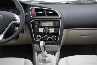 车型对对碰:新款V3菱悦 VS 新款悦翔V7之内饰配置
