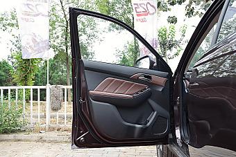 新款比亚迪元对比新款昌河Q35 哪款更舒适?