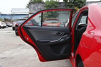 新款V3菱悦对比新款众泰Z300 哪款更舒适?