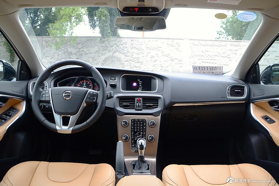 2017款沃尔沃V40 2.0T自动Cross Country T5 AWD 智雅版