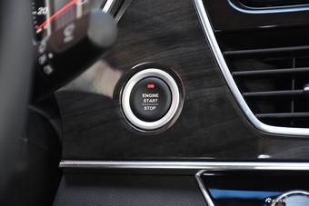 车型对对碰:2017款宝骏560 VS 2018款中华V6之内饰配置