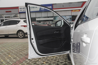 车型对对碰:新款悦翔V7 VS 新款骏派A70之内饰配置
