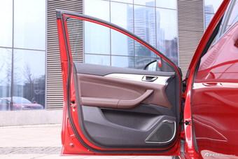 车型对对碰:2017款中华H530 VS 2018款逸动之内饰配置