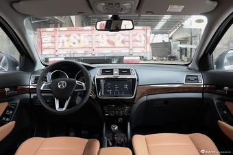 哪款配置更丰富 新款瑞虎5 PK 新款北汽威旺S50