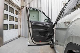 车型对对碰:2018款帕杰罗(进口) VS 2017款途昂之内饰配置