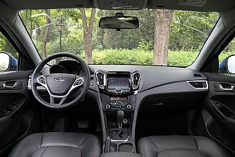 车型对对碰:新款吉利帝豪新能源 VS 新款艾瑞泽7e之内饰配置