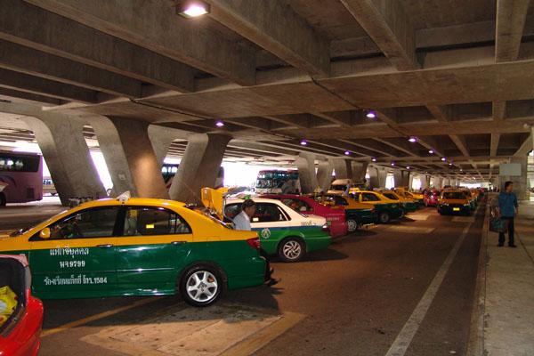 交通部拟规定出租车不得机场等电召揽客