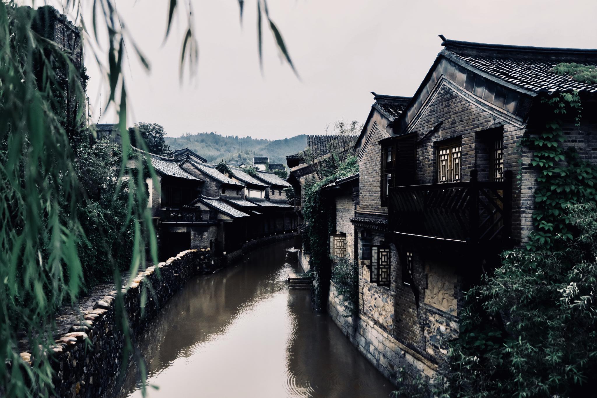 依水而建的民宅