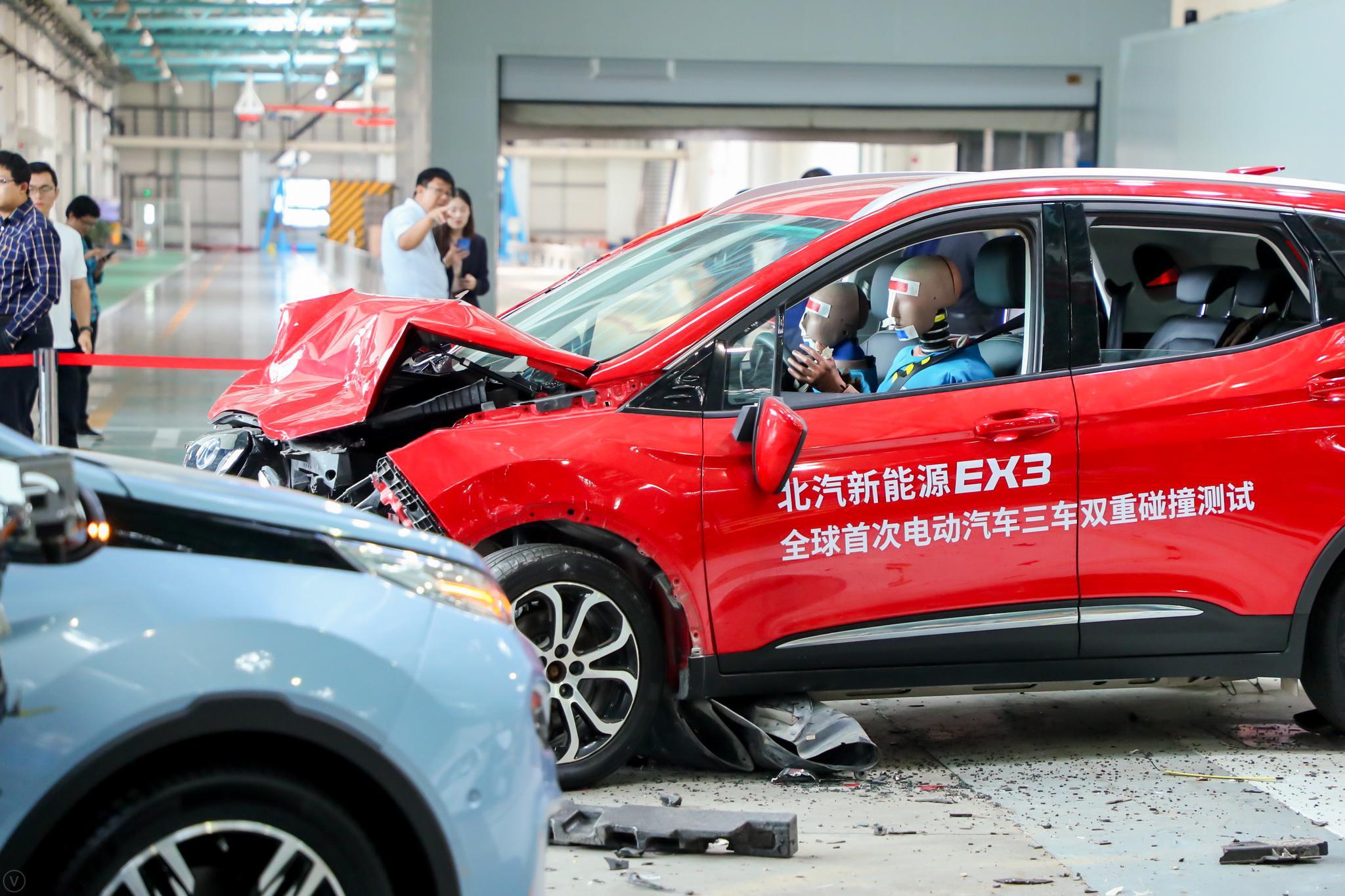 侧面碰撞成绩满分 EX3三车双重碰撞测试