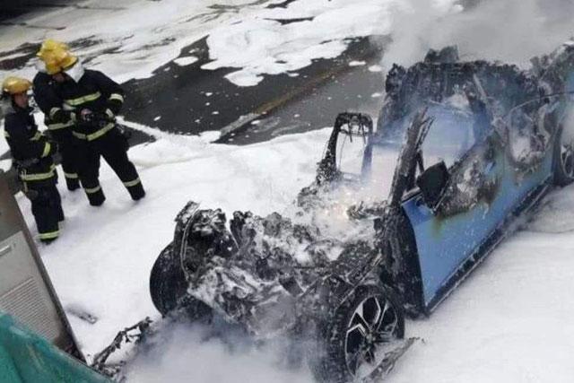 解读|纯电车比插混车更容易自燃 原因是啥?