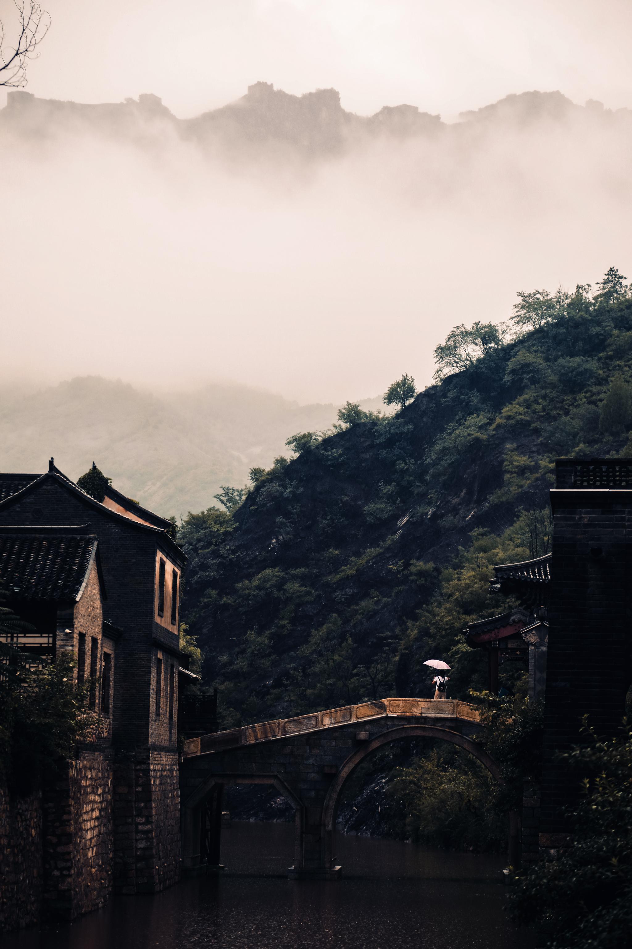烟雨中的古北水镇