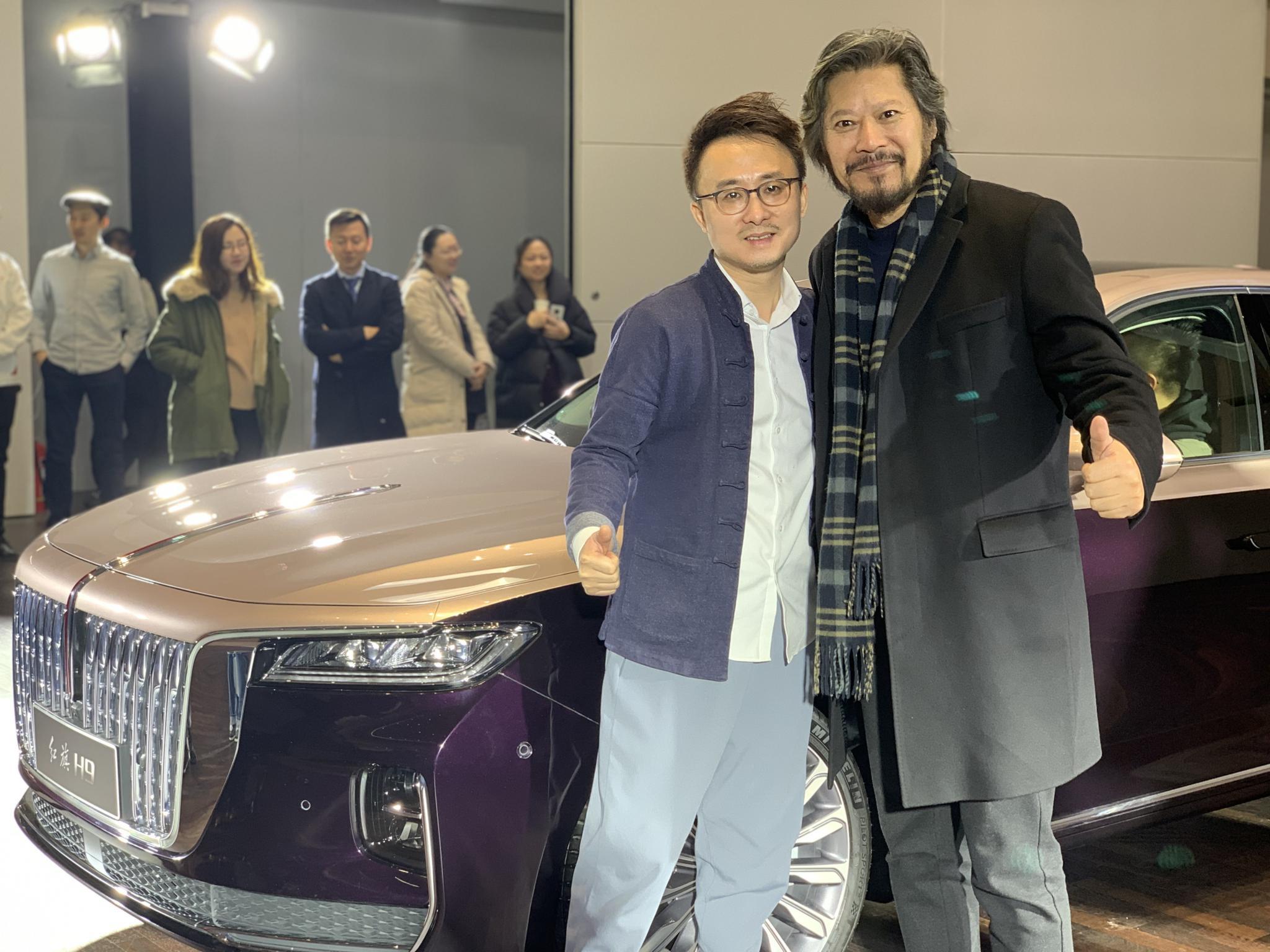 红旗H9主设计师丁杨峰(左)与中国国家画院雕塑院执行院长王艺博士(右)