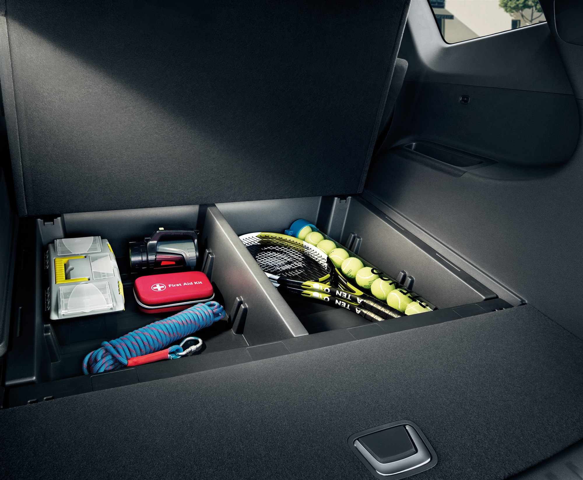后备箱带分隔槽的储物格