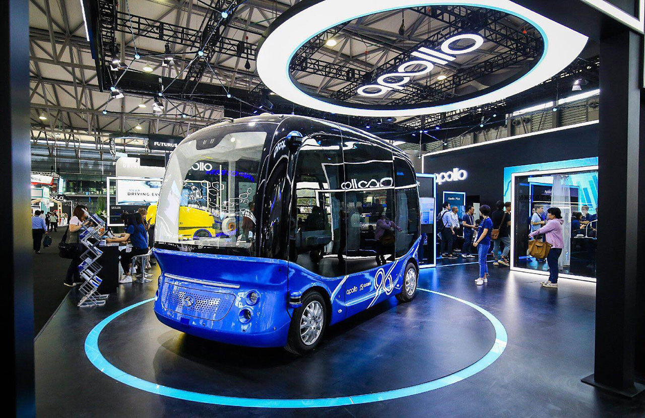 """百度与金龙客车合作的国内首款无人驾驶微循环巴士""""阿波龙"""""""
