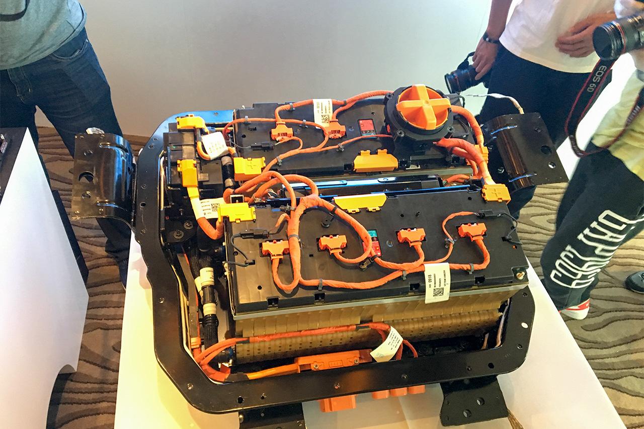 基本组装成型的电池组,封装后便可以运往生产线。