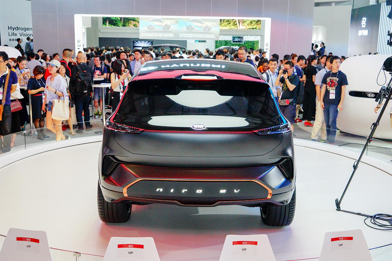 不与燃油版做孪生兄弟 极具科技感的起亚极睿EV概念车