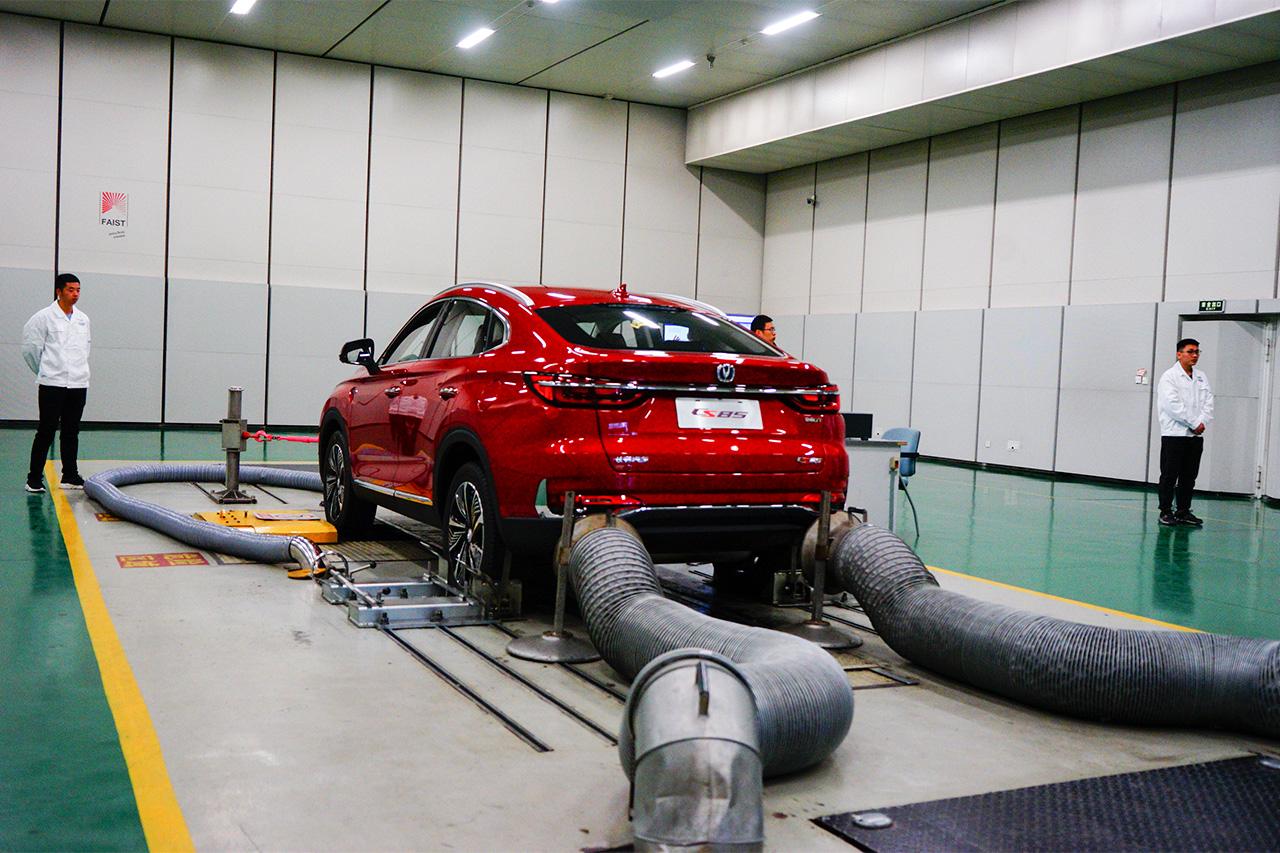一条由CS55组成的长龙 长安自动驾驶创吉尼斯世界纪录TM