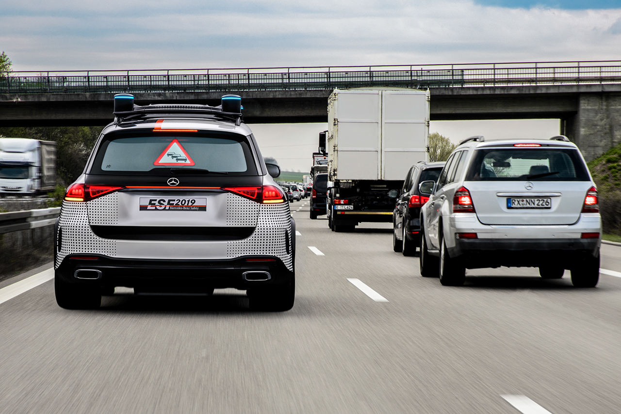 提醒后方车辆,前方拥堵。