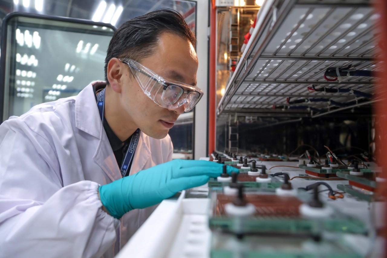 电池研发实验室 - 电芯性能测试