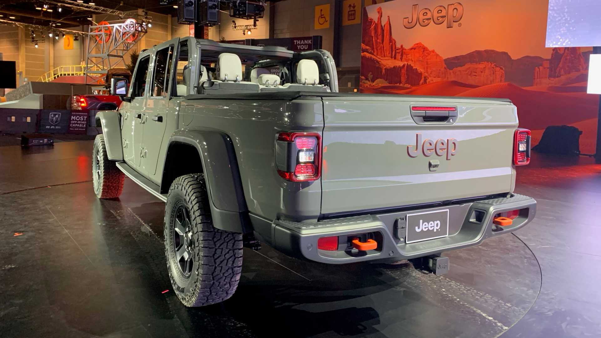 2020-jeep-gladiator-mojave-at-chicago-auto-show