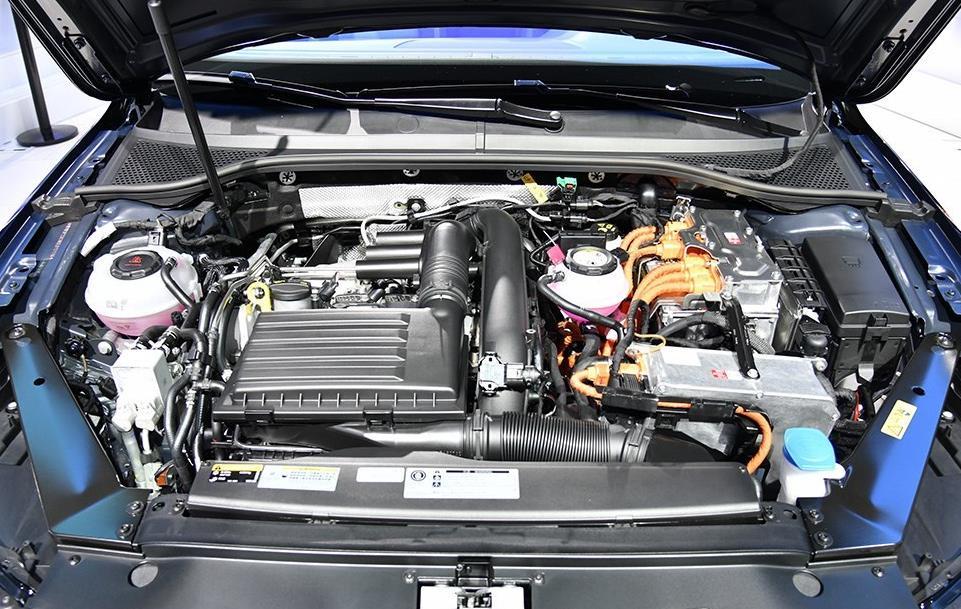 售18.69-30.99万元 一汽-大众新款迈腾/迈腾GTE上市