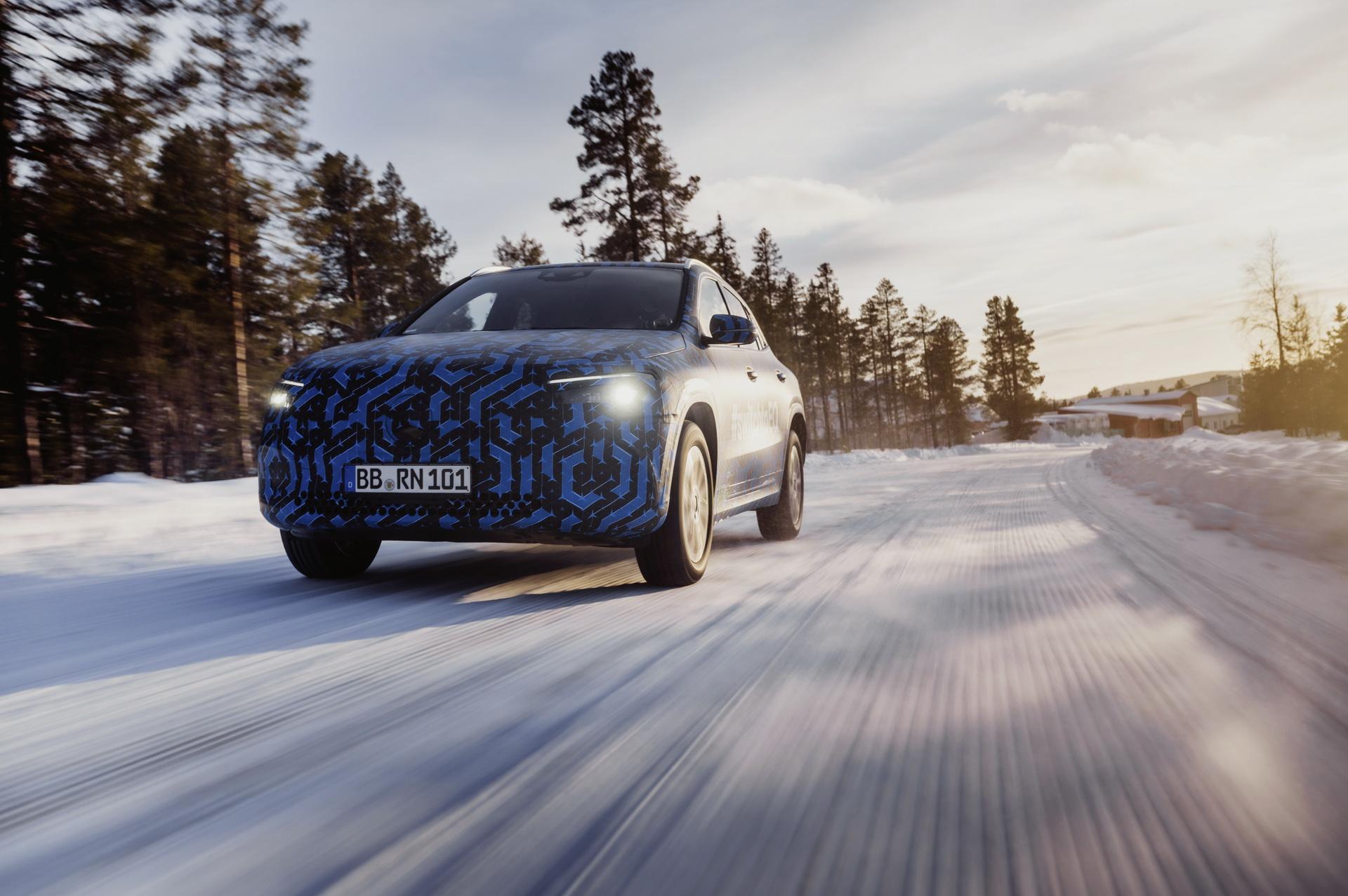全新奔驰入门电动车EQA官方测试照发布 国产后预计35万起售