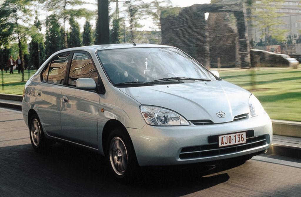 丰田于1997年推出第一代普锐斯,采用开创性的THS混动技术